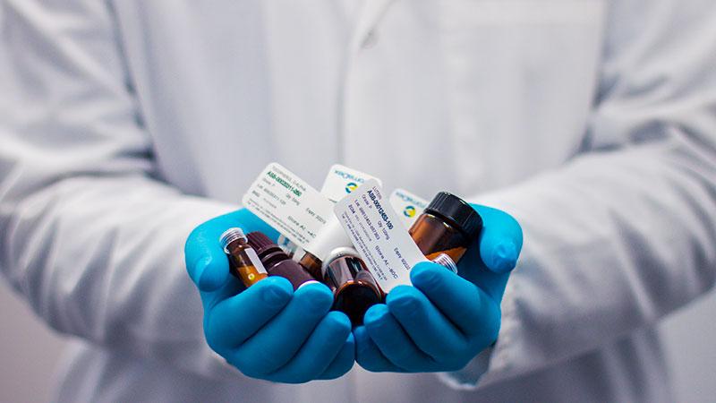 Pharmacien : à la fois médecin et commerçant